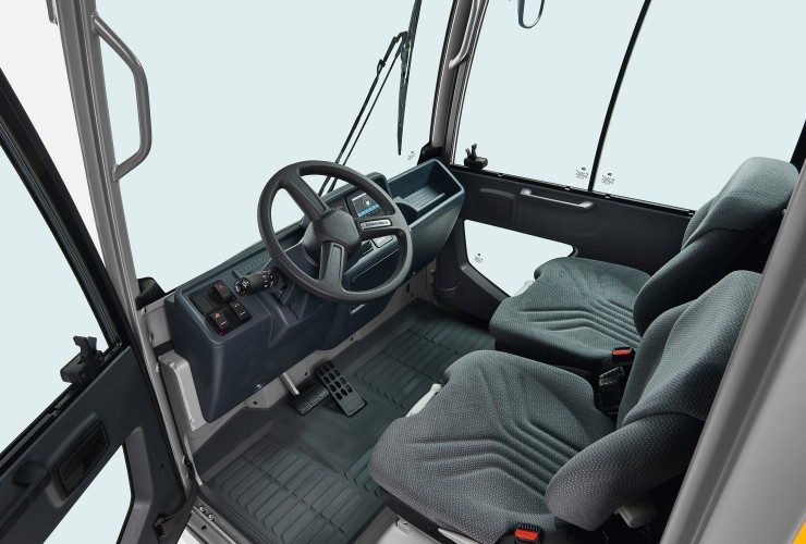 Ergonomic workplace with improved operating concept, automotive-style interior setup and optimum all-round visibility.